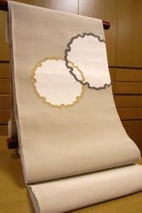 ベージュ地雪輪模様綴八寸帯1